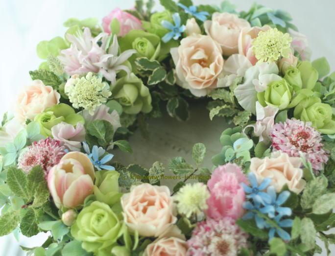 装花例:門柱に飾る春の花のリース_a0042928_23283034.jpg
