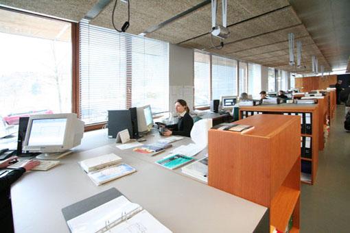 オーストリア木造建築研修03:建築家カフマンの事務所の室内_e0054299_165065.jpg