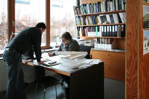 オーストリア木造建築研修03:建築家カフマンの事務所の室内_e0054299_1654019.jpg