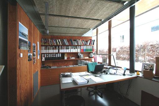 オーストリア木造建築研修03:建築家カフマンの事務所の室内_e0054299_1655240.jpg