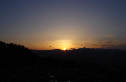 盆地の夕日_e0084756_1414739.jpg