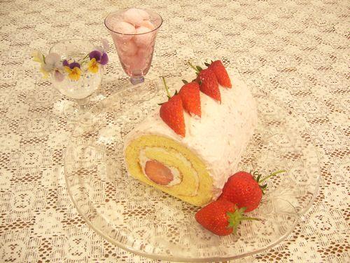 日曜日には苺のロールケーキ。:☆.。†_a0053662_18032.jpg