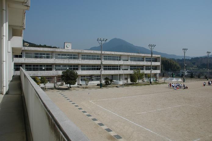 太宰府東中学校_a0042310_8394047.jpg