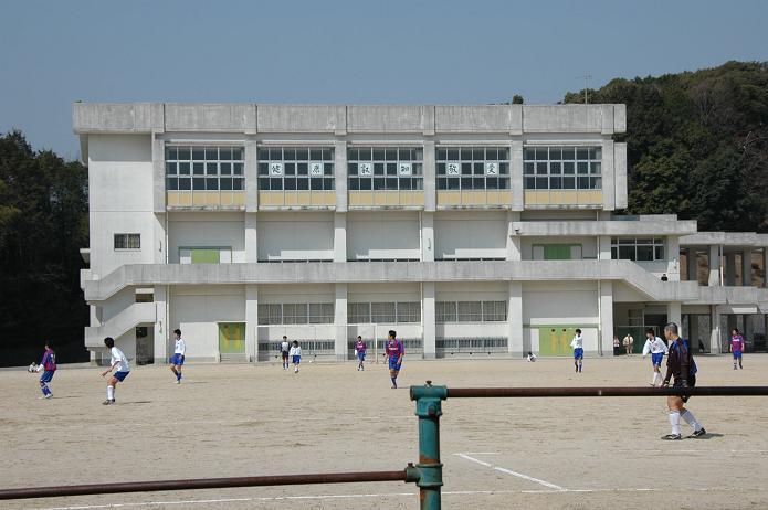 太宰府東中学校_a0042310_8434034.jpg