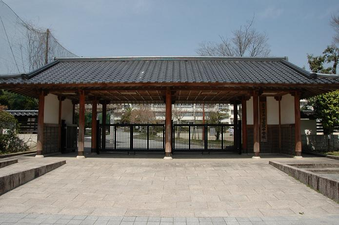 学業院中学校 (太宰府市)_a0042310_8494421.jpg