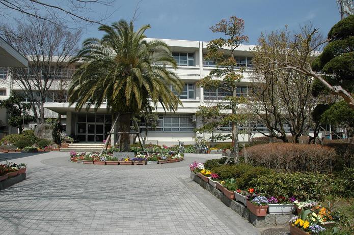 学業院中学校 (太宰府市)_a0042310_8521452.jpg
