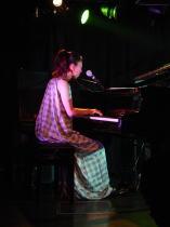 鍵盤弾きと葡萄酒_f0006713_0272215.jpg