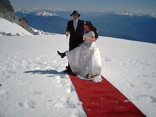 氷河上で、熱球で、いまどきのアウトドア結婚式_f0050227_11174596.jpg
