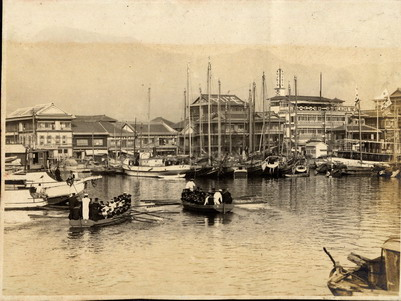 昭和初期から戦後までの海岸沿い建物比較