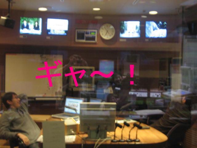 放送前のスタジオ・・・。_c0064514_1911732.jpg