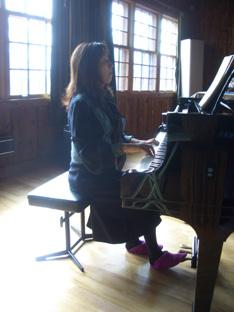 母とピアノ。_f0064823_4234218.jpg