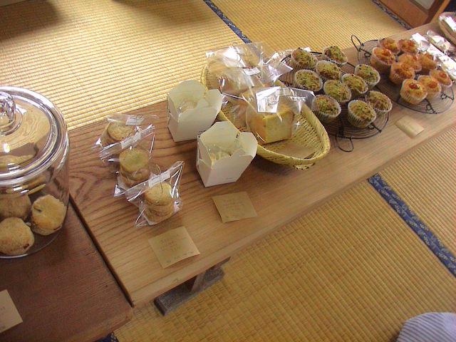 「パンとお菓子と布と本」終了しました。_e0060555_236108.jpg