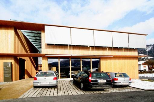 オーストリア研修19:カフマン設計のLudesch ルーデッシュの市役所2:外観2_e0054299_1021982.jpg