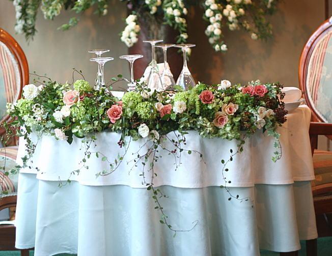 奥沢のレストラン ラ・ビュット・ボワゼ様の装花_a0042928_22432933.jpg