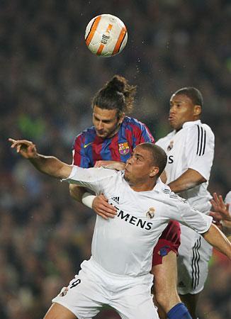 EL Clasico LIGA  FC Barcelona  vs Real Madrid RONALDINHO and RONALDO_e0039513_16322396.jpg