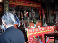 祟福寺の媽祖(まそ)祭に参列させていただく。_b0009103_1155745.jpg