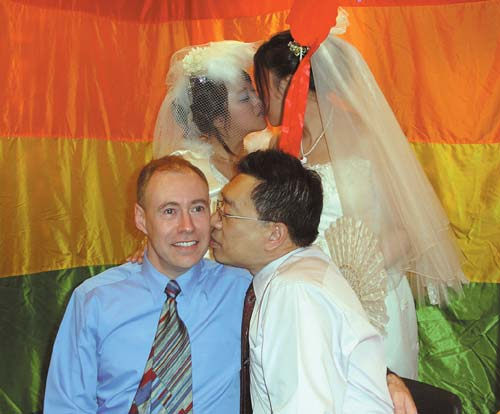 Taiwan: \'Married\' gay couple celebrates anniversary, seeks legal rights_d0066343_19372784.jpg