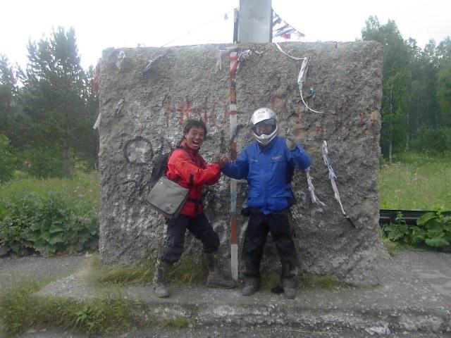 ユーラシア大陸横断 シベリア横断 (33)  欧亜を分けるウラルの碑_c0011649_9362569.jpg