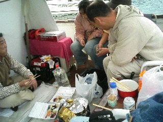 船でカキ雑炊_a0033733_1541443.jpg