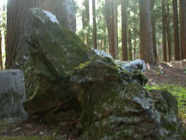 遠野不思議 第百七十三話「自然石の狛犬」_f0075075_21513748.jpg