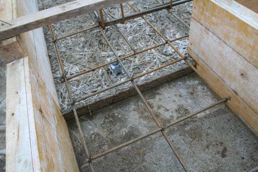 八郎潟の家01;基礎配筋と断熱材木繊セメント板_e0054299_10262161.jpg