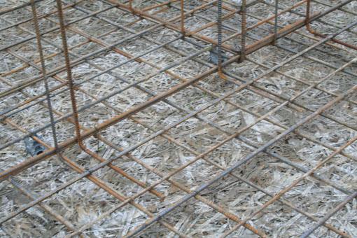 八郎潟の家01;基礎配筋と断熱材木繊セメント板_e0054299_10263131.jpg