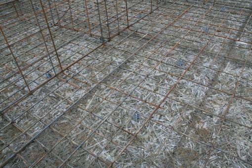 八郎潟の家01;基礎配筋と断熱材木繊セメント板_e0054299_10264319.jpg