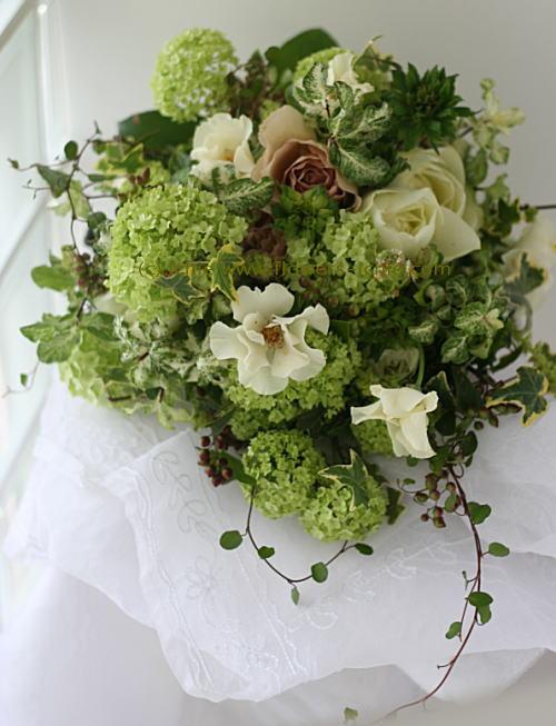 緑と実ものと ラ・ビュット・ボワゼ様の装花_a0042928_0215489.jpg