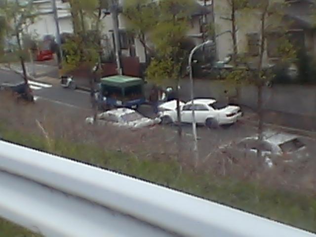 髑髏:家の前で交通事故■幸い運転手も軽症。人騒がせな_c0061686_1413366.jpg