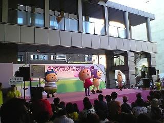 ひろしまフラワーフェスティバル。RCC・NHK・ひろしまPステーションのステージ_e0035048_845076.jpg