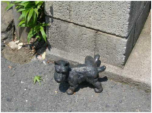 ブロンズの犬
