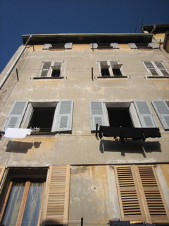 NICE8 / An old town and a beach_b0046388_4493766.jpg