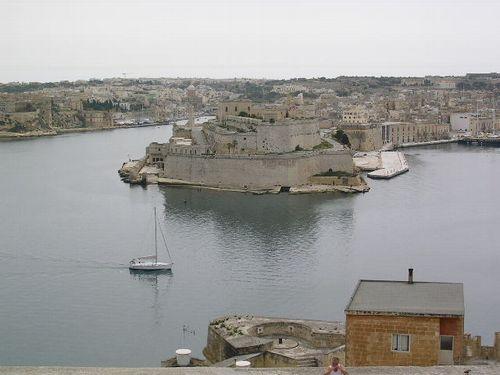 南イタリア(7) 世界遺産の島マルタとピアスデビュー_f0060461_9201893.jpg