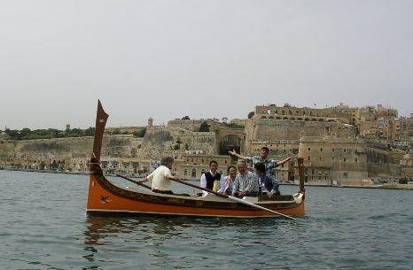 南イタリア(7) 世界遺産の島マルタとピアスデビュー_f0060461_19454641.jpg