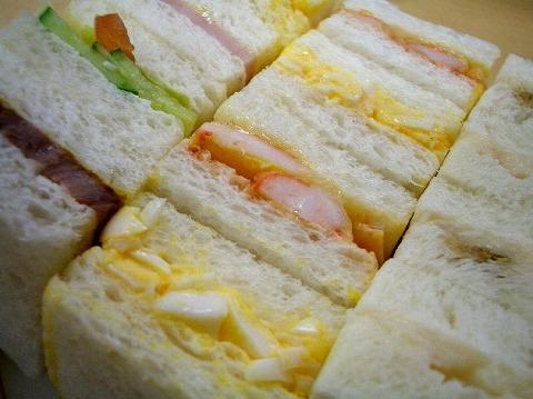 「赤トンボ」 の一口サンドイッチ_a0039199_1815514.jpg