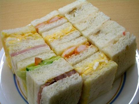 「赤トンボ」 の一口サンドイッチ_a0039199_1822182.jpg