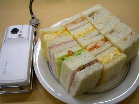 「赤トンボ」 の一口サンドイッチ_a0039199_1823049.jpg