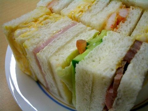 「赤トンボ」 の一口サンドイッチ_a0039199_1824452.jpg