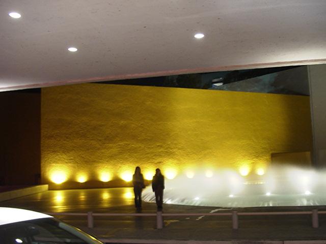 ルイス・バラガンに出会う旅(2004年度研修旅行より)〜その4〜_e0066748_16303593.jpg