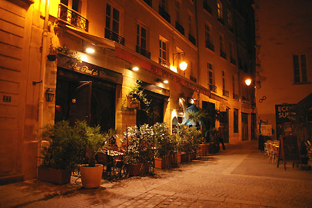 オレンジの光で包まれた、夜のパリをお散歩・・・_c0024345_11564762.jpg