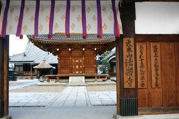 <第三番 紫金山小松院 法楽寺>_a0045381_6494770.jpg