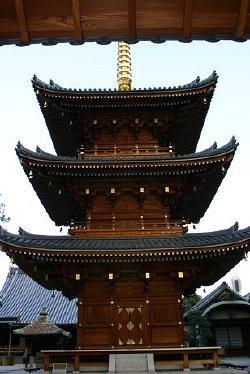 <第三番 紫金山小松院 法楽寺>_a0045381_6514663.jpg