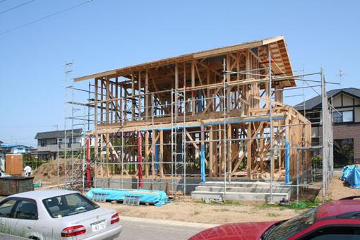 八郎潟の家の建前05_e0054299_11595430.jpg
