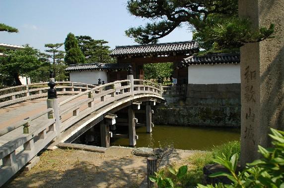 和歌山城公園への入口_b0093754_22542210.jpg