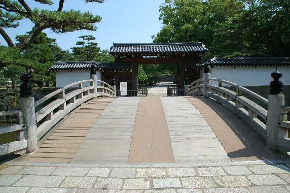和歌山城公園への入口_b0093754_22544565.jpg