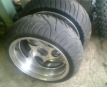 タイヤ装着_b0094681_20353843.jpg