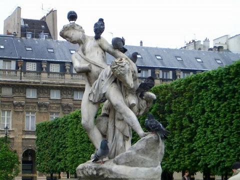 パリ 2006:4日目(5/7) 朝の礼拝~パレ・ロワイヤル_a0039199_2048871.jpg
