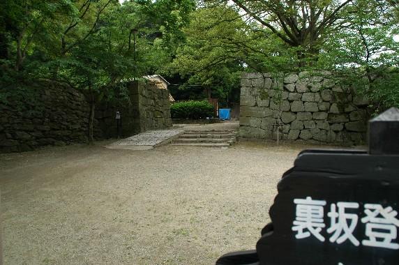 天守閣への登り口 ( 裏坂 )(新裏坂)_b0093754_2372465.jpg
