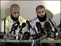 テロ容疑者として撃たれた兄弟が会見_c0016826_21402039.jpg