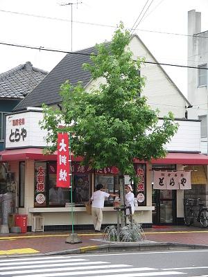 """下町の""""あんぱん""""・・・「友永パン」_c0001578_2171538.jpg"""
